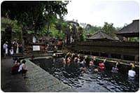 จัดกรุ๊ปทัวร์อินโดนีเซีย : อาบน้ำพุศักดิ์สิทธิ์